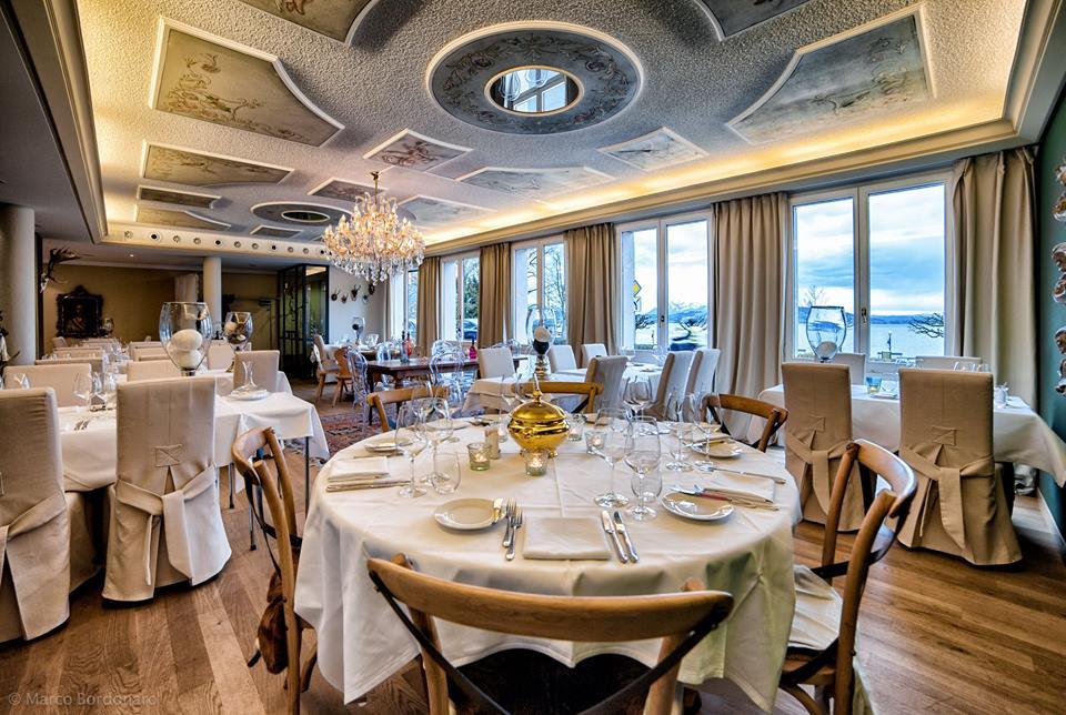 Das Restaurant Kaiser Franz in Zug wird vom Gault Millau als «üppig mit k.u.k.-Kitsch ausgestattete Stadtbeiz» bezeichnet.