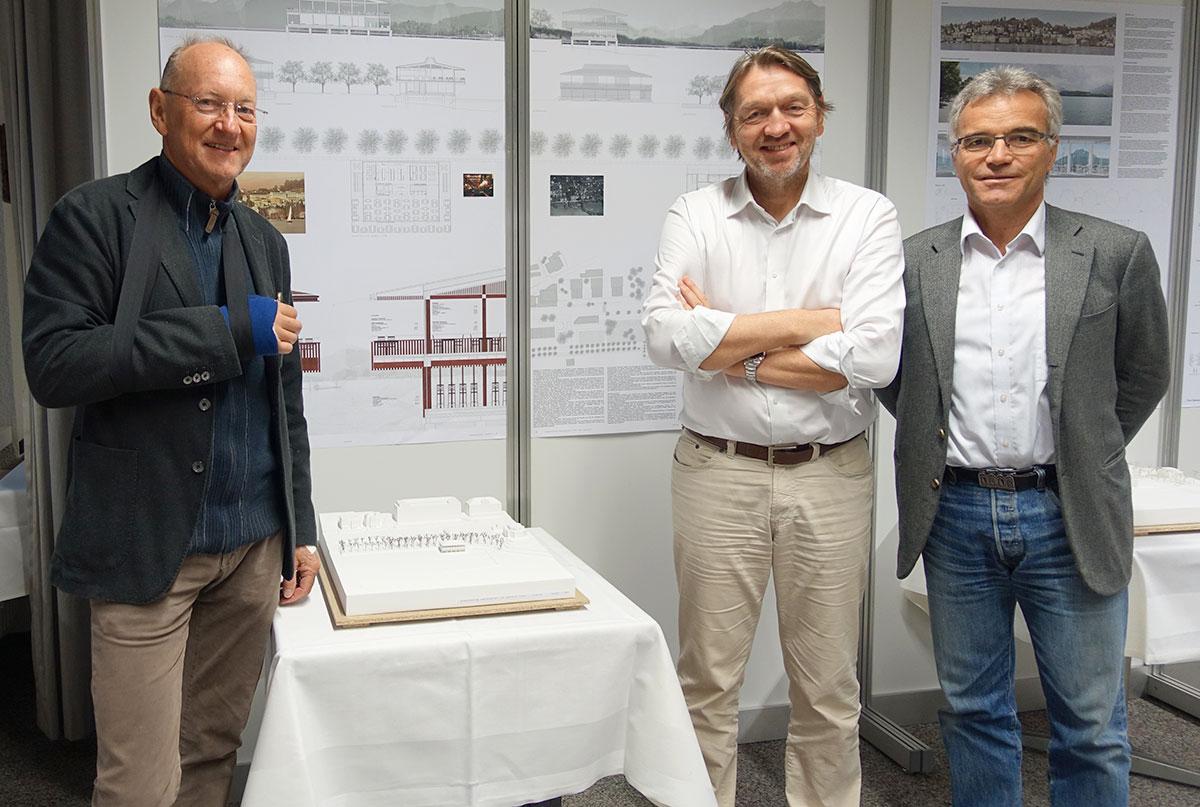 Bauherr und Gastronom Peter Eltschinger (mit Gips), Architekt und Juryvorsitzender Marc Syfrig (Mitte) und Yachtclub-Vizepräsident Andreas Binkert. (Bild: jwy)