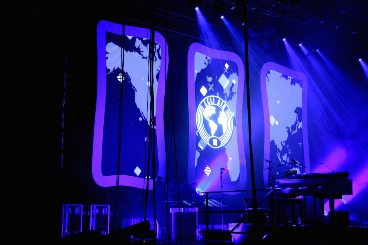 Da haben wir sie, die Welt. Blau in blau.