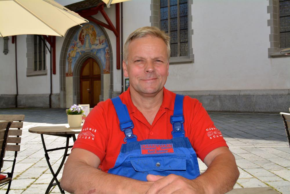 Rudolf Schweizer im «Übergwändli»: Damit will er zeigen, dass er für die Anliegen der Handwerker einsteht.