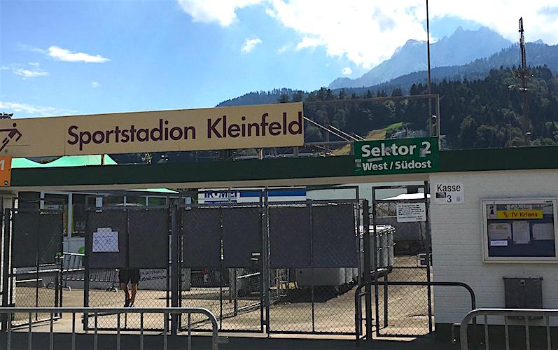 Hier sollen ab Januar 2017 Bagger auffahren. Das Stadion Kleinfeld soll einem Neubau weichen.