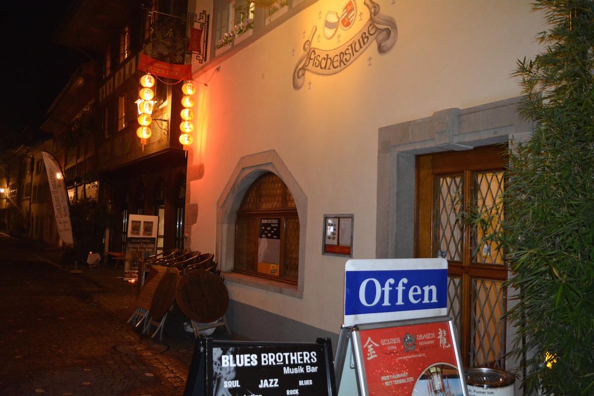 Noch prangt da ein Offen-Schild vor der «Blues Brothers Bar» in der Unteraltstadt. Ab Januar 2017 bleibt die Bar geschlossen.