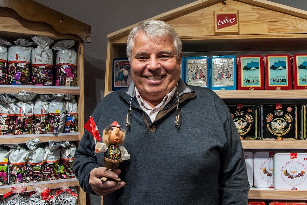 Er lebt vom Souvenirverkauf, selber kauft er allerdings selten solche: Robert Casagrande.