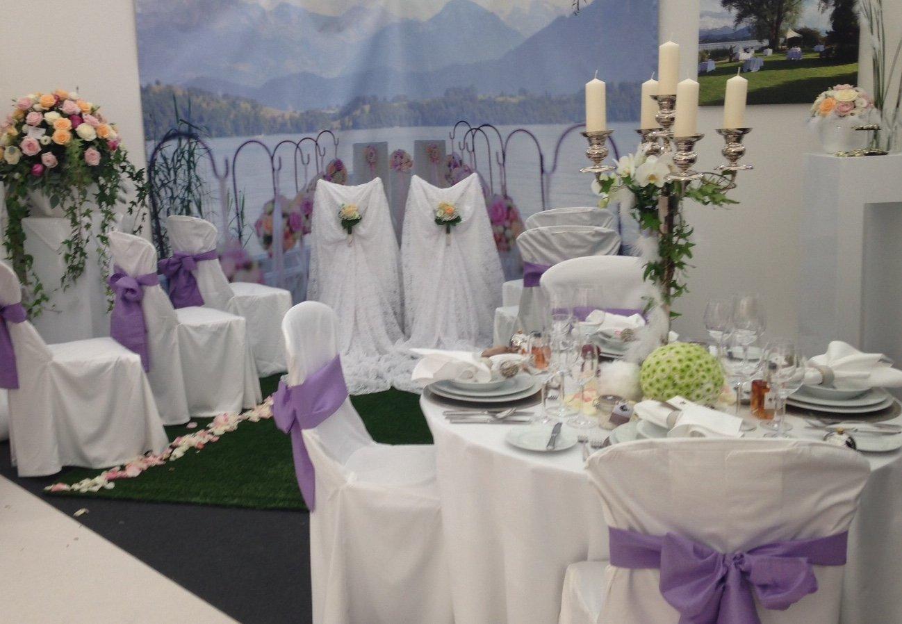 Pastellfarben, Pomp und Harfen ist die allgemeine Stilrichtung für Hochzeiten gemäss der Messe, auch an diesem Dekorations-Stand. (Bild: zentralplus/bas)