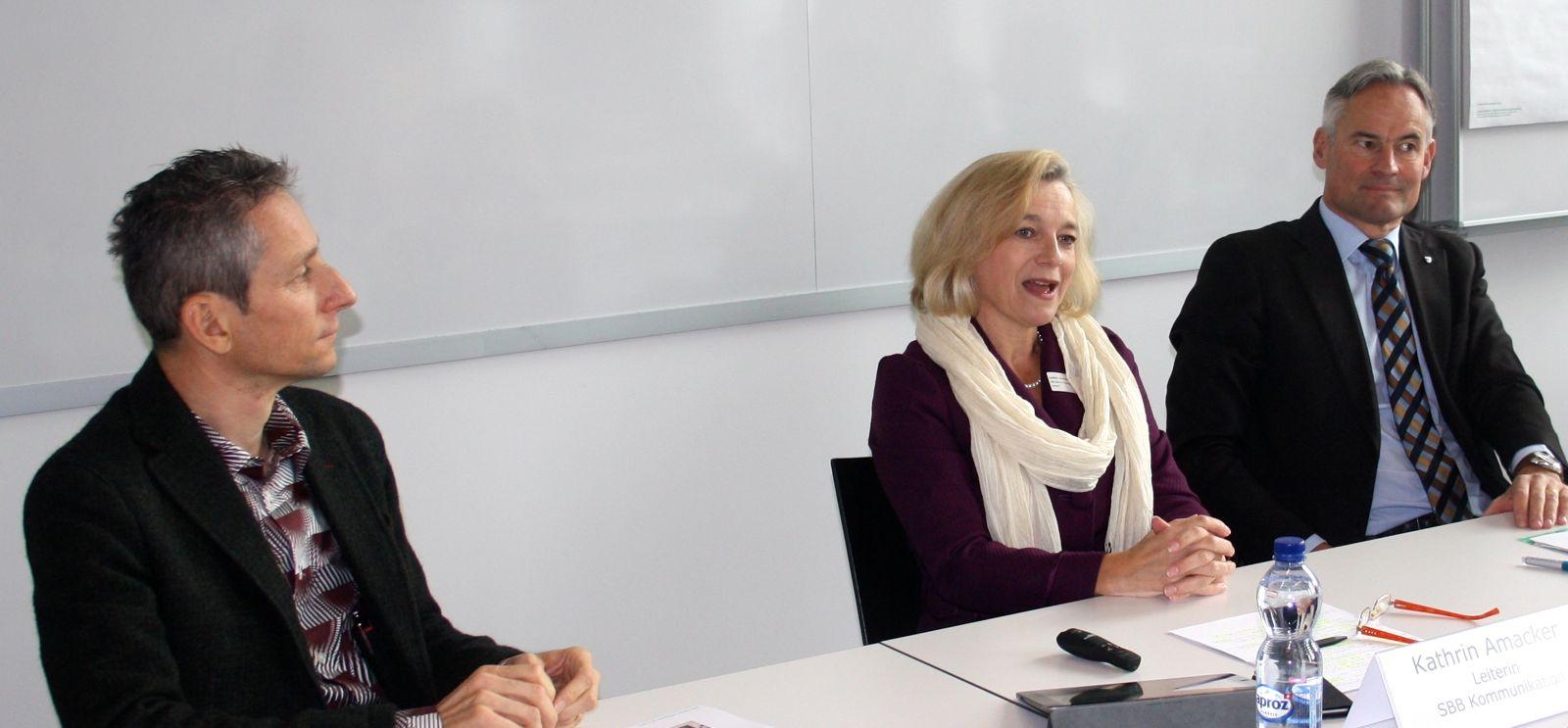 Gemeinsame Pressekonferenz: V.l. René Hüsler von der Hochschule Luzern, Kathrin Amacker, Konzernleitungsmitglied SBB und der Zuger Regierungsrat Matthias Michel.