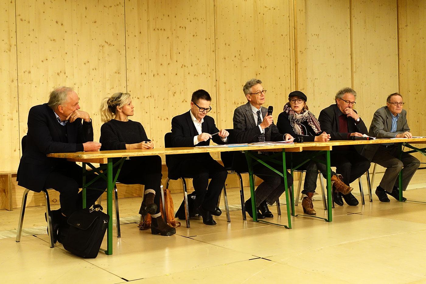 Der Vorstand des Theaterclubs – mit zwei Neuzugängen (von links): Peter Mendler, Jana Avanzini, Stefan Graber, Philipp Zingg, Noemi Wyrsch, Thomas Morger und Michael Kaufmann. (Bild: jwy)