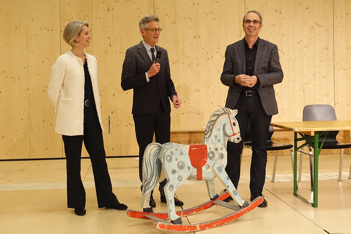 Auch die städtische Politik hatte ihren Auftritt: Franziska Bitzi (CVP-Stadtratskandidatin), Philipp Zingg (Mitte) und Stadtpräsident Beat Züsli (SP). (Bild: jwy)