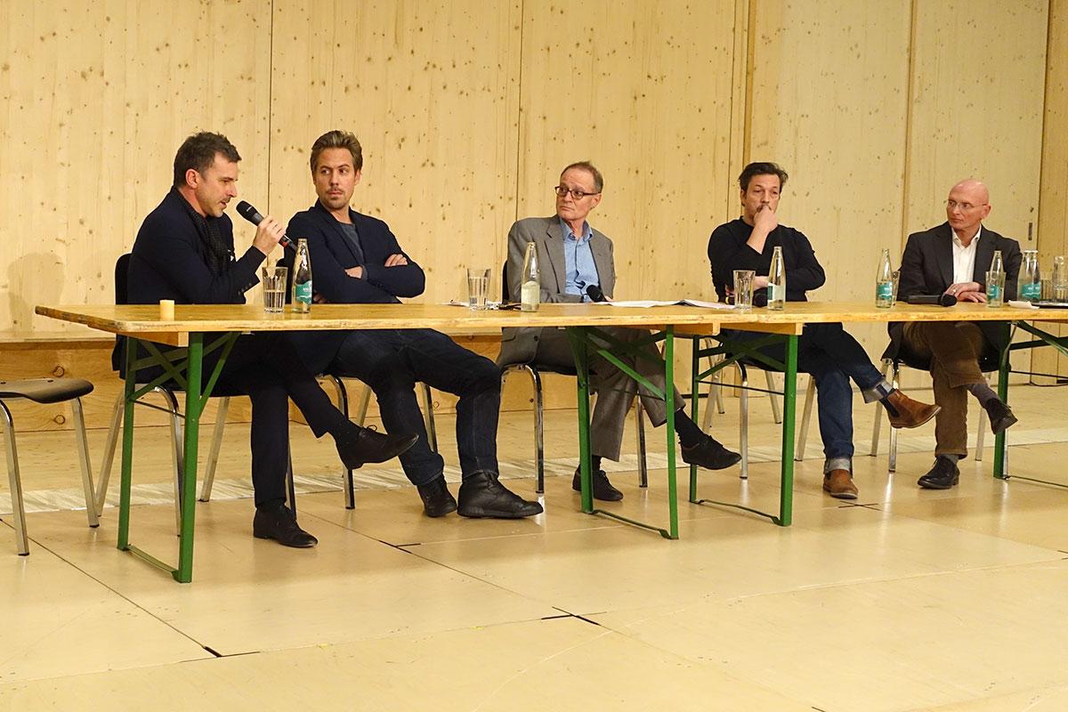 Die Theaterszene hat Vertrauen gefasst, jetzt geht's in die Zukunft, das der Tenor an der Diskussion. (Bild: jwy)