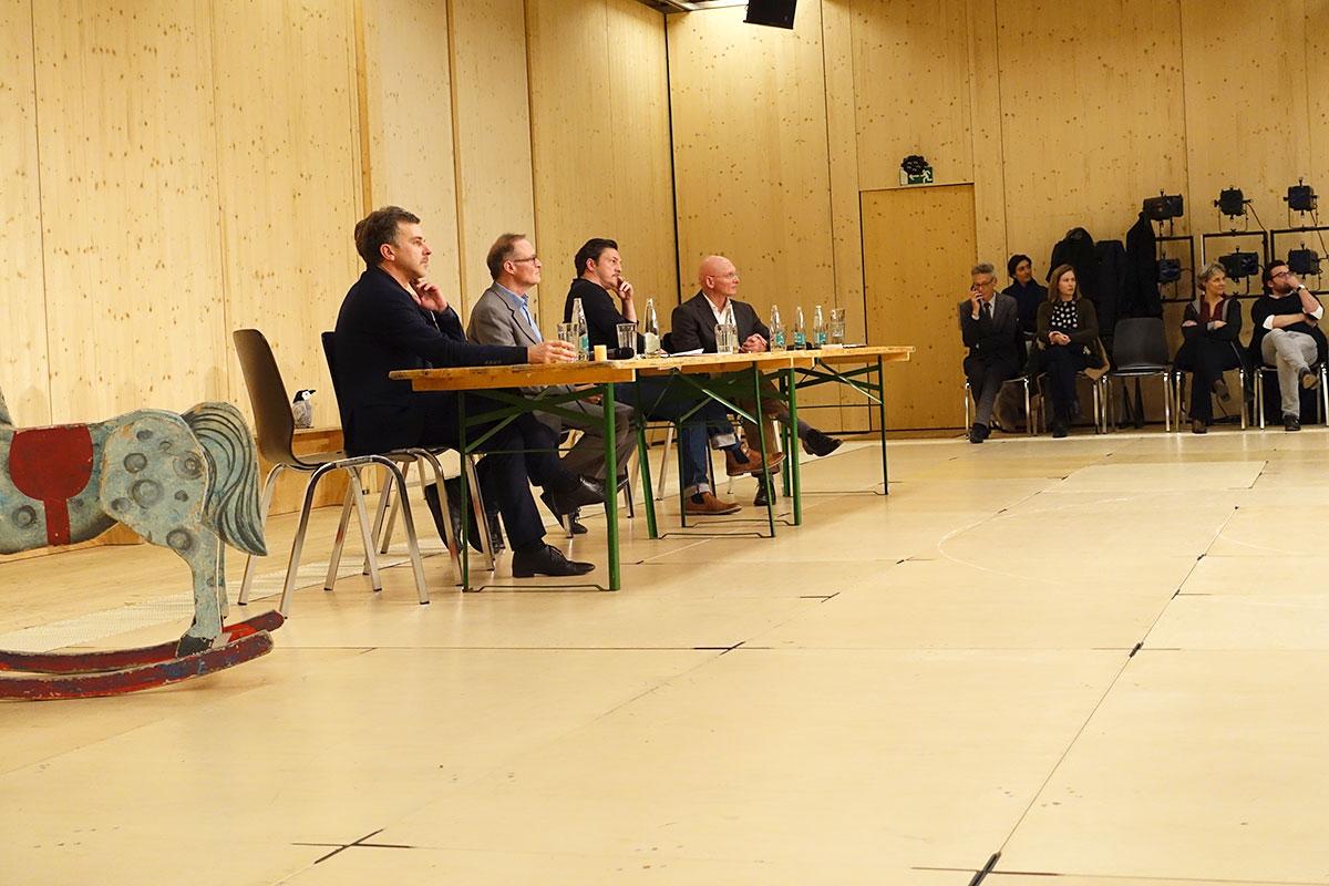 Eine Diskussion, in der man sich einig war (von links): Philippe Bischof, Benedikt von Peter, Michael Kaufmann (Moderation), Patric Gehrig und Reto Ambauen. (Bild: jwy)