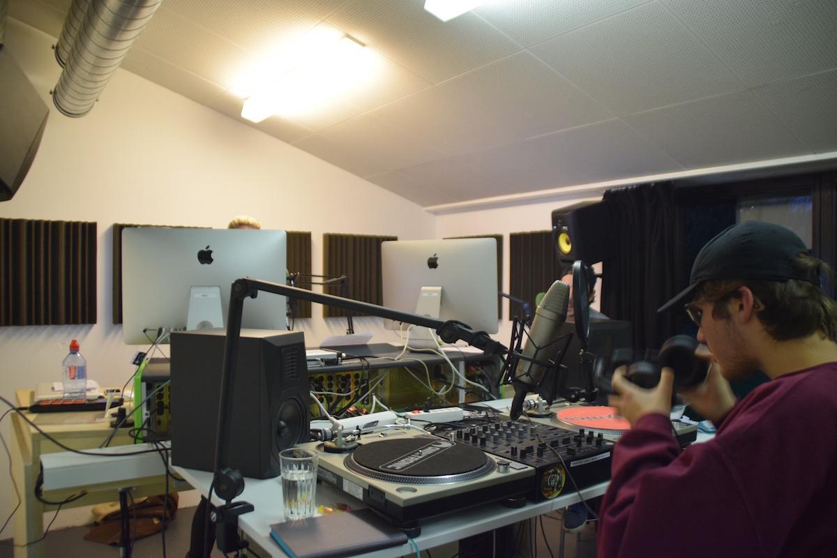 Das Studio von Radio Industrie bekam in letzter Zeit auch öfters Besuch von Studenten der PH Zug.
