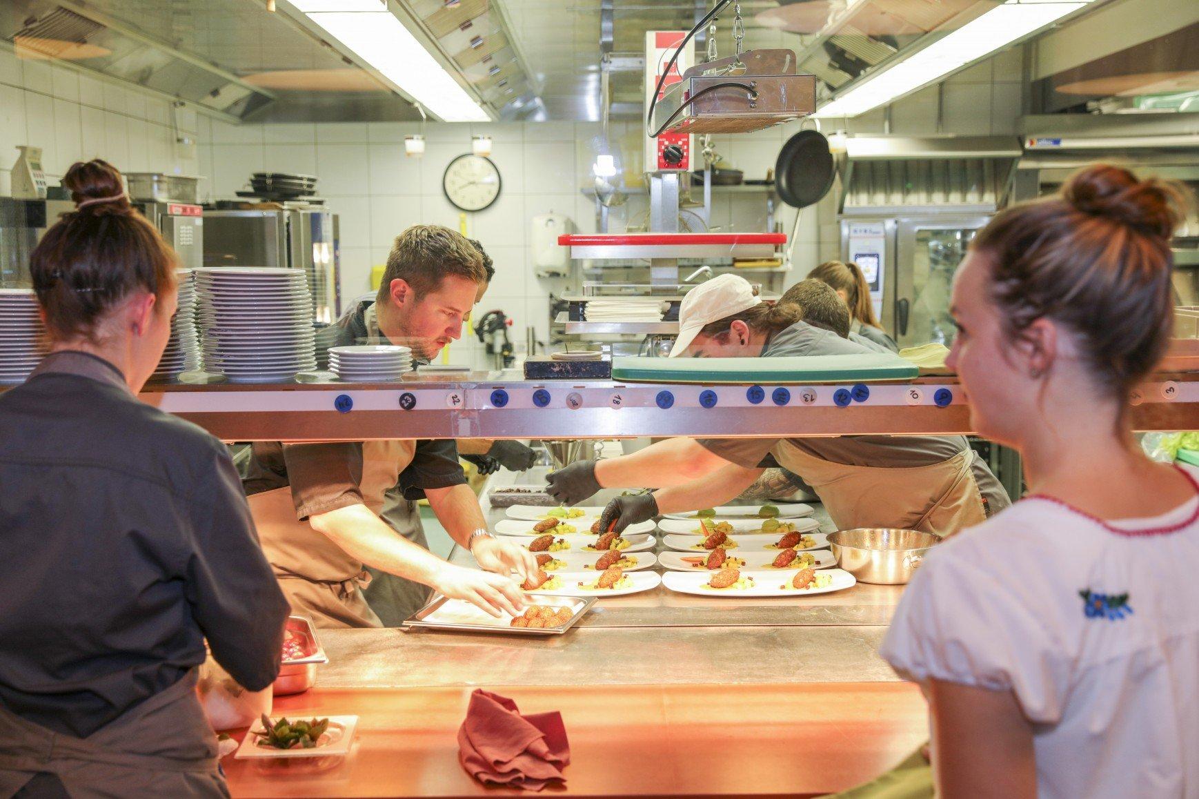 Die Küche um Delikatessen-Koch Andreas Halter vom Restaurant Mahoi arbeitete auf Hochtouren.