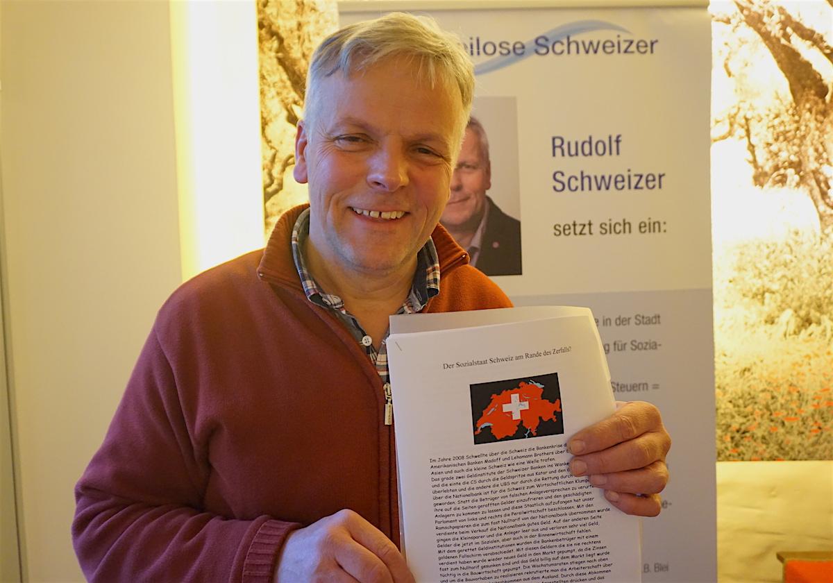 Sein politisches Programm hat Rudolf Schweizer auf eine Stellwand gedruckt: Arbeit und Soziales seien seine Schwerpunkte.