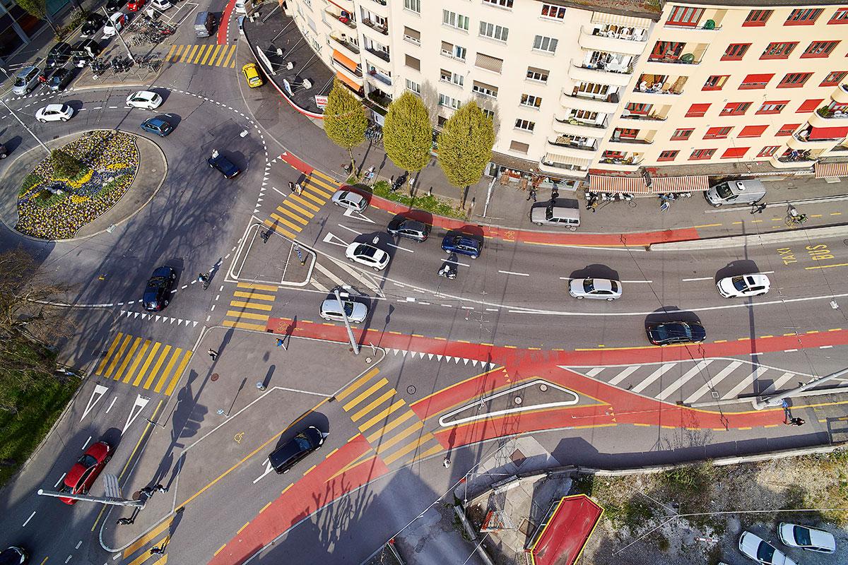 Wie komme ich hier als Fussgänger durch? Der Bundesplatz in Luzern bekommt schlechte Noten. (Bild: Emanuel Ammon/AURA)