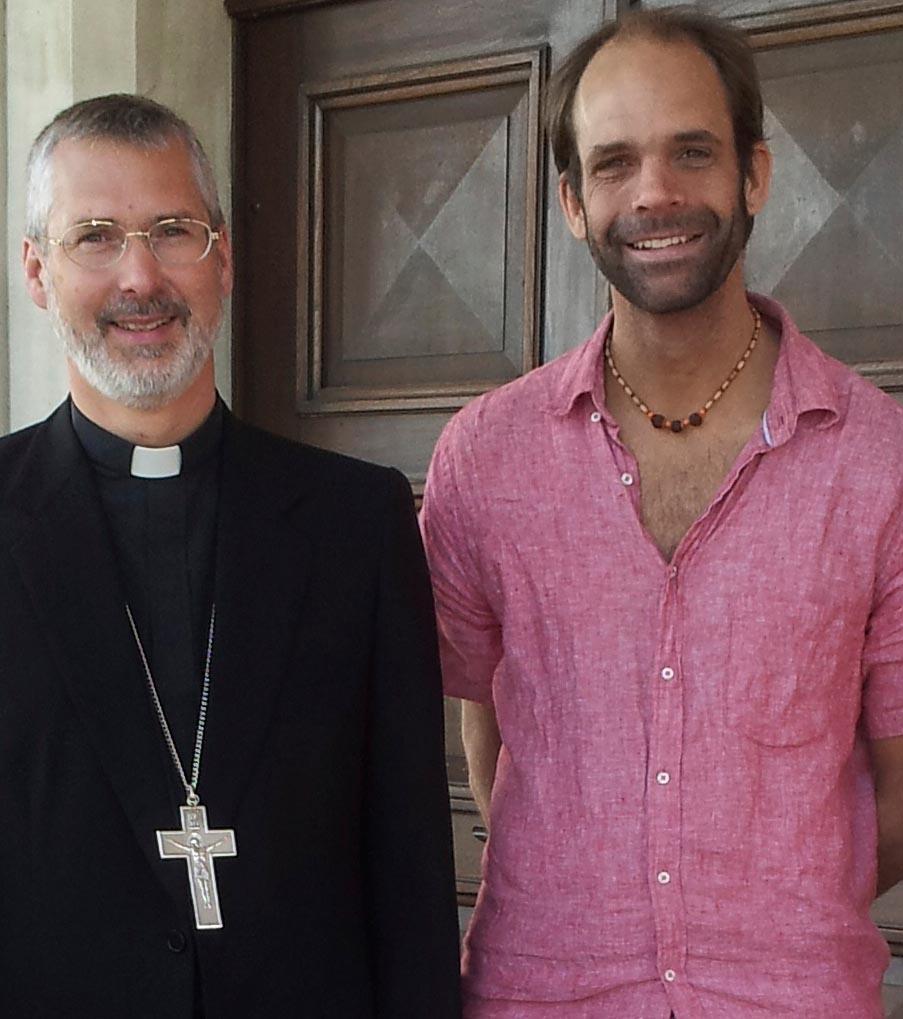 Der Autor der Serie, Remo Wiegand (hier mit einem in Peru lebenden Bischof).
