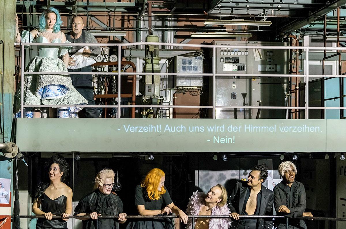 Wären solch aufwendige Operninszenierungen in Zukunft noch möglich, wenn gespart wird? Bild von «Rigoletto» des Luzerner Theaters. (Bild: Ingo Höhn)