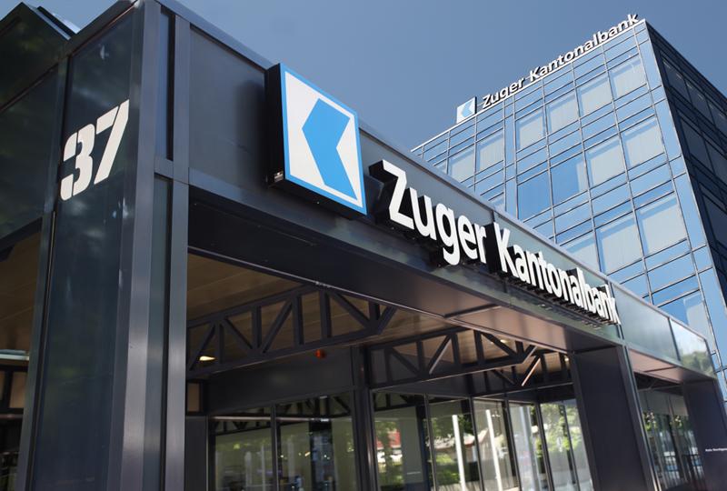 Die Zuger Kantonalbank, auf dem Foto der Hauptsitz beim Bahnhof Zug, blickt trotz Negativzinsen optimistisch in die Zukunft.