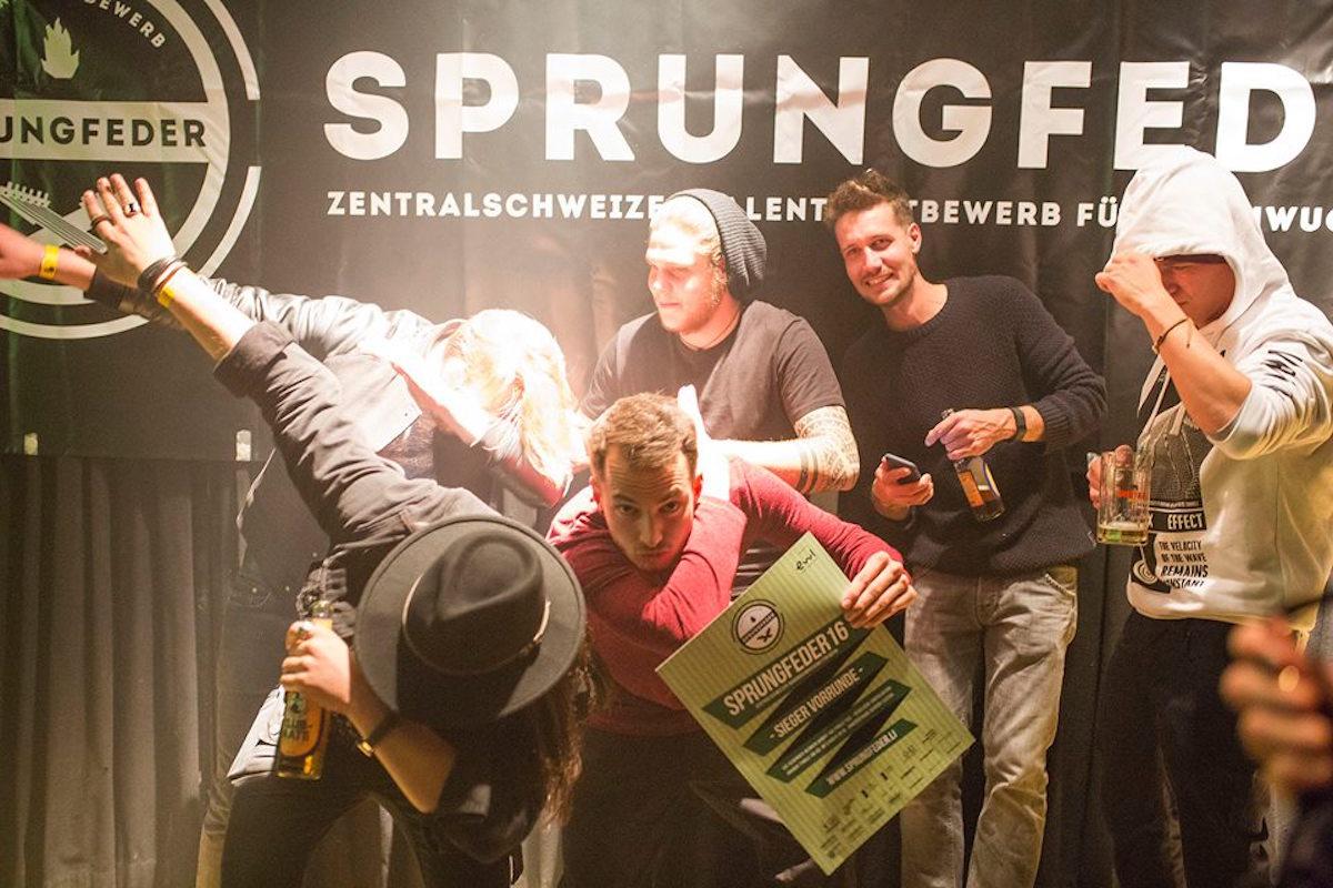 Der Zuger Rapper Weibello(Mitte) und seine Band gewannen die Vorrunde im Treibhaus.