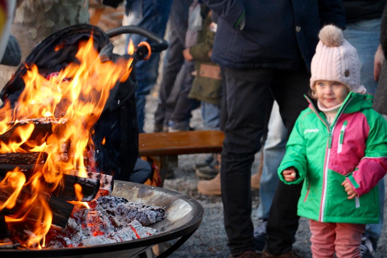 Obacht, hier brennt's. Dem Kind gefällt's.