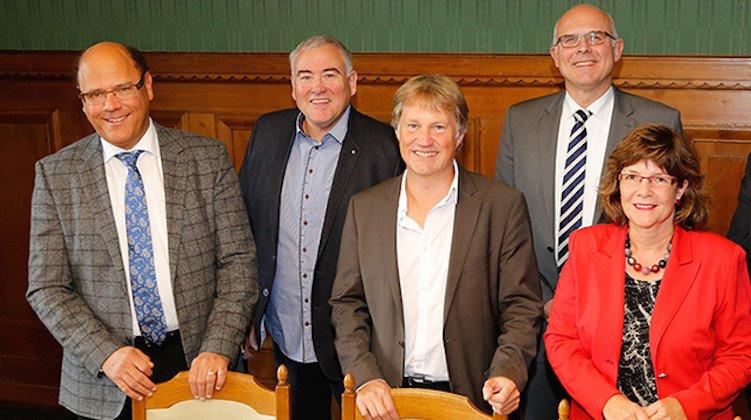 So sieht der Krienser Gemeinderat aus: Matthias Senn (links, FDP), Franco Faé (CVP), Cyrill Wiget (Grüne), Lothar Sidler (CVP) und Judith Luthiger (SP).