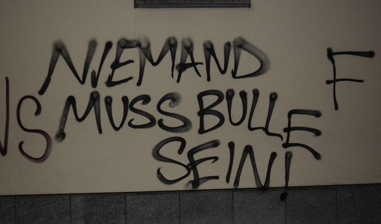 Ein Foto der Sprayereien vom nächtlichen Saubannerzug durch Luzern. Bild: Blick.ch