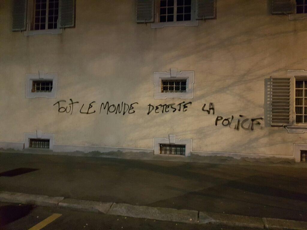 Sprayereien an einem städtischen Gebäude.