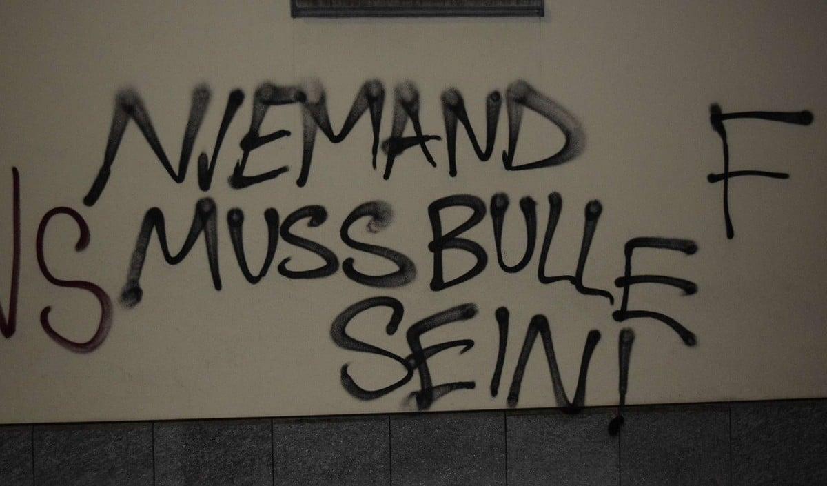 Die Demonstranten verursachten mit ihren Sprayereien einige tausend Franken Sachschaden.