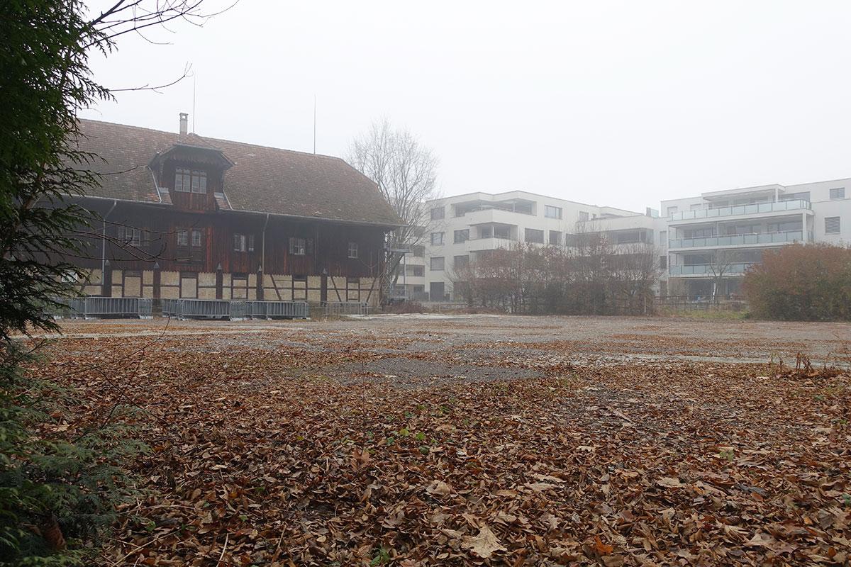 Ein Feld zurück: Die geplante gemeinnützige Wohnsiedlung bei der Eichwaldstrasse wird nochmals neu verhandelt.