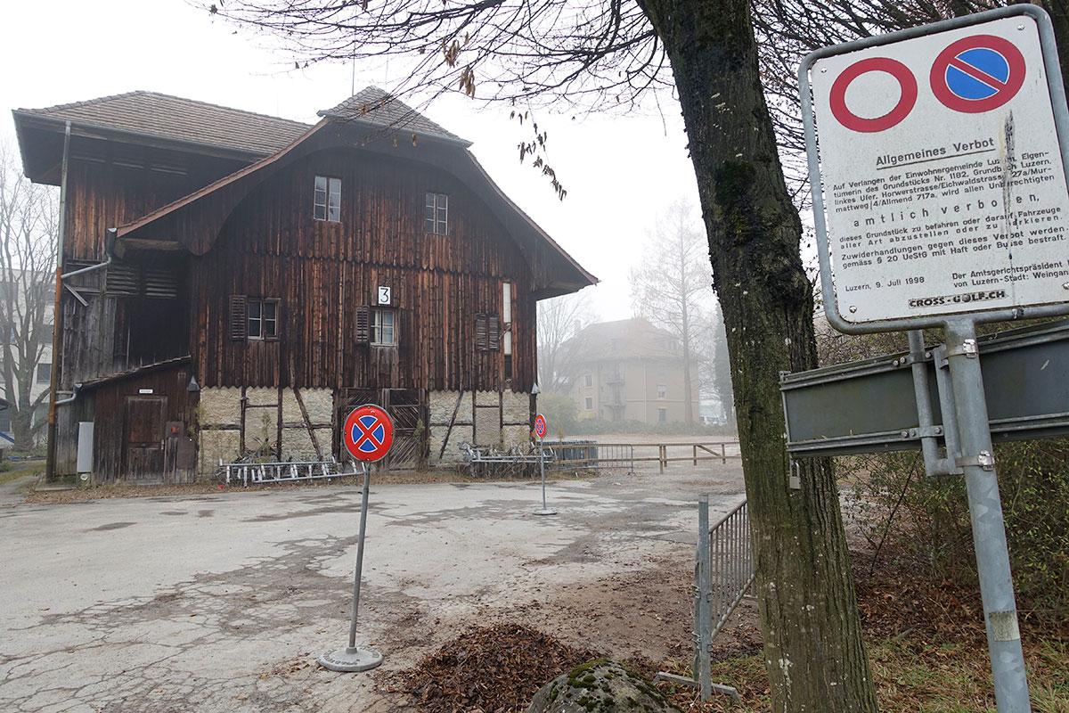 Das Salzmagazin steht unter Schutz und soll umgebaut und genutzt werden. Rechts im Hintergrund das Areal, das bebaut wird.