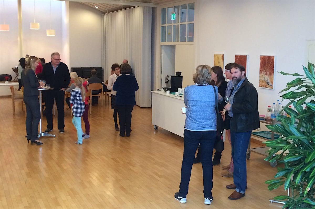 Der Kirchenkaffee im Gemeindesaal: gesellig und integrierend.
