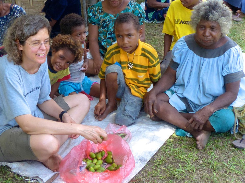 Bettina Beer (links) forscht auch in Papua-Neuguinea.