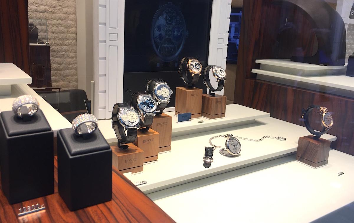 Uhren und Schmuck sind gerade bei chinesischen Touristen beliebte Güter.