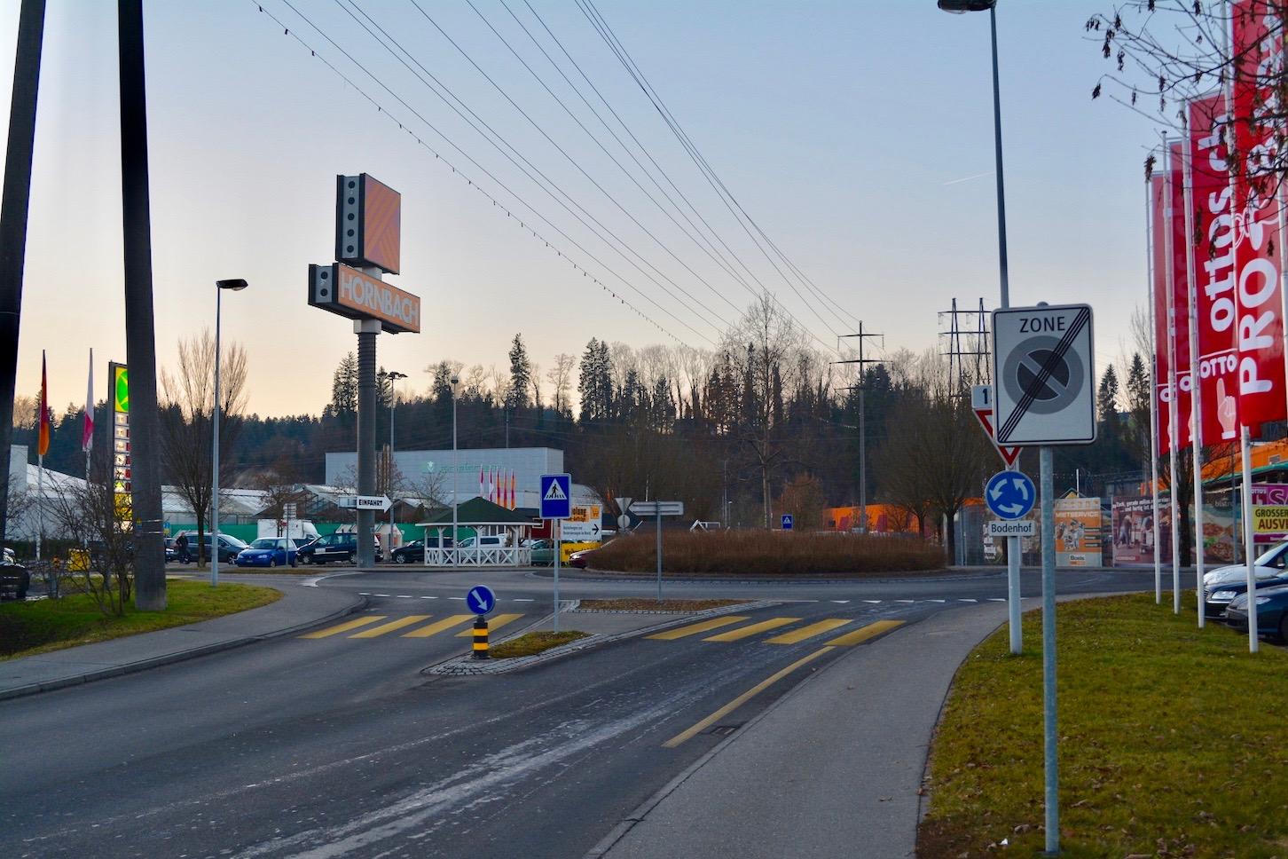 Der Bodenhof-Kreisel müsste im Rahmen des Cheerstrasse-Projekts umgebaut werden.