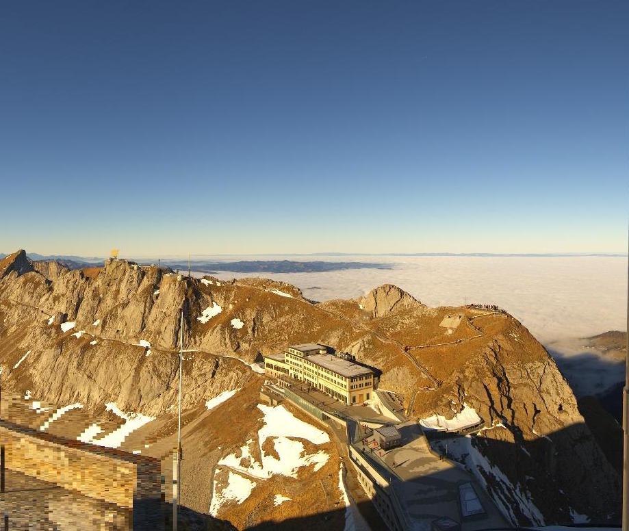 Webcam Pilatus: Freie Sicht auf's Nebelmeer für Geniesser.