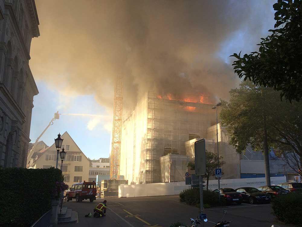 Grossbrand in der Zuger Kantonalbank: Der Rauch verteilte sich in der ganzen Stadt.