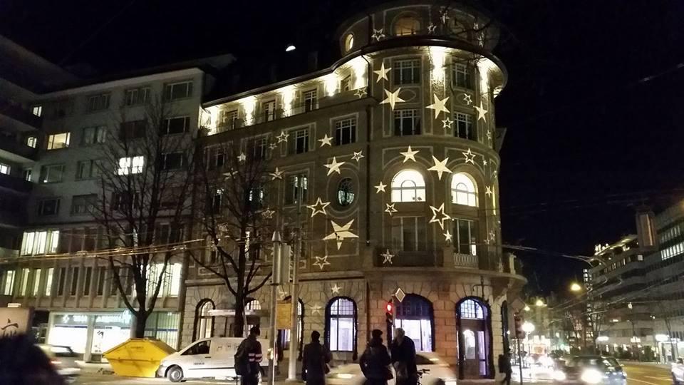 Schmuck beleuchtet: Der «Anker» am Pilatusplatz