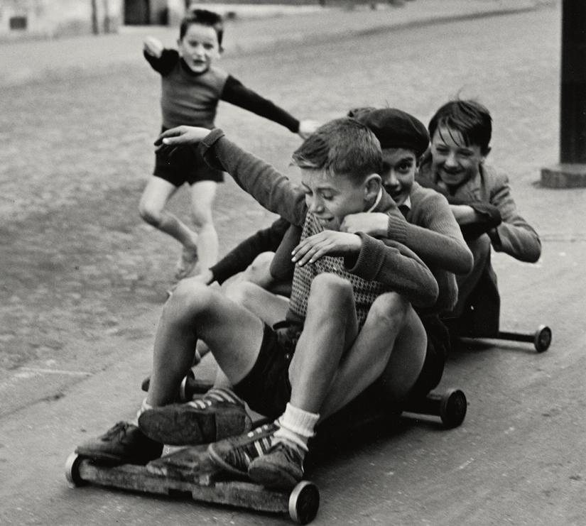«Enfants jouant», rue Edmond-Flamand, Paris, 1953.
