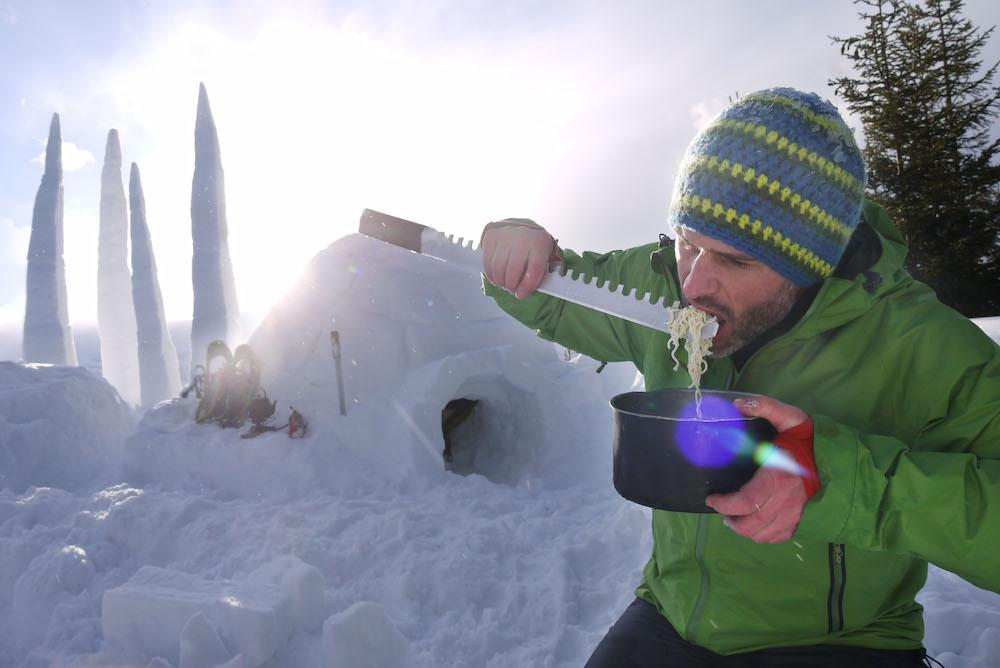 Macht mehr Spass: Nudeln essen mit dem grossen Essgerät-Dings. Im Winter.