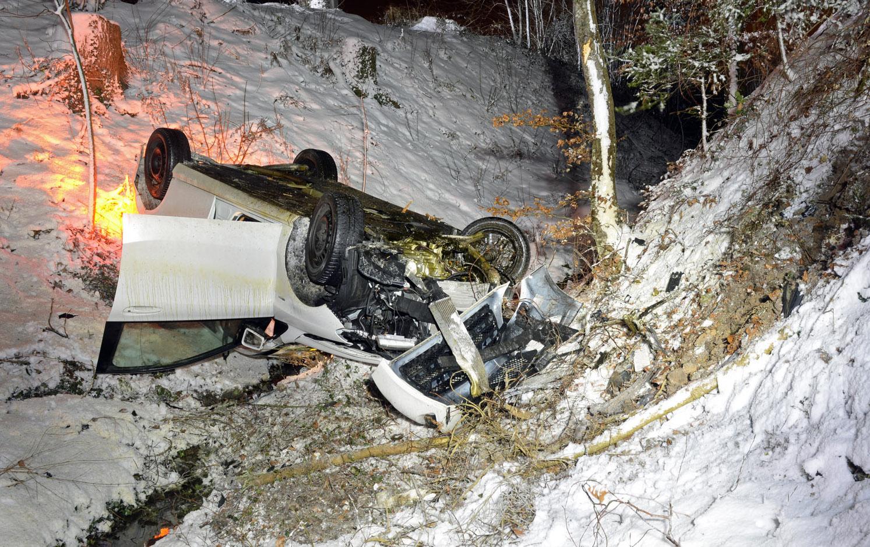 Der Lenker dieses Autos verletzte sich beim Unfall in Hildisrieden leicht.
