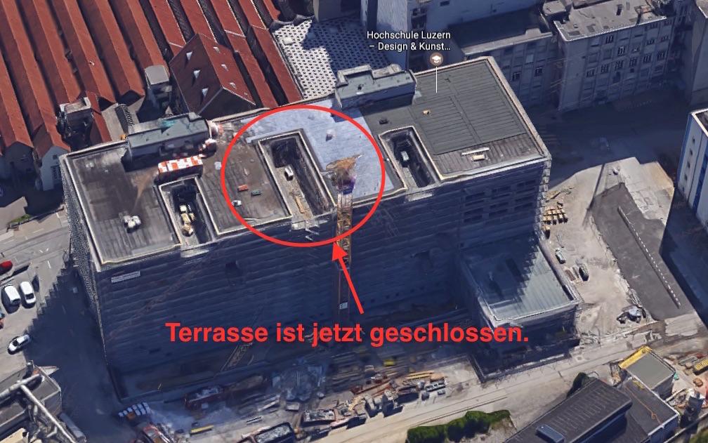 Da war das Gebäude noch im Bau - unterdessen ist die «Kunsti» dort eingezogen. Die Terrasse im vierten Stock ist nicht zugänglich.