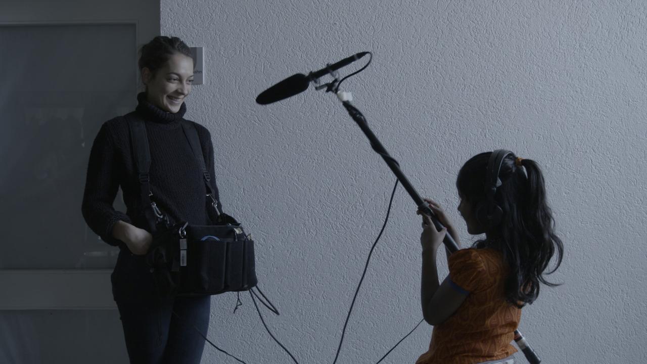 Lena Mäder während den Aufnahmen mit Apsarah, die im Film mitspielt.
