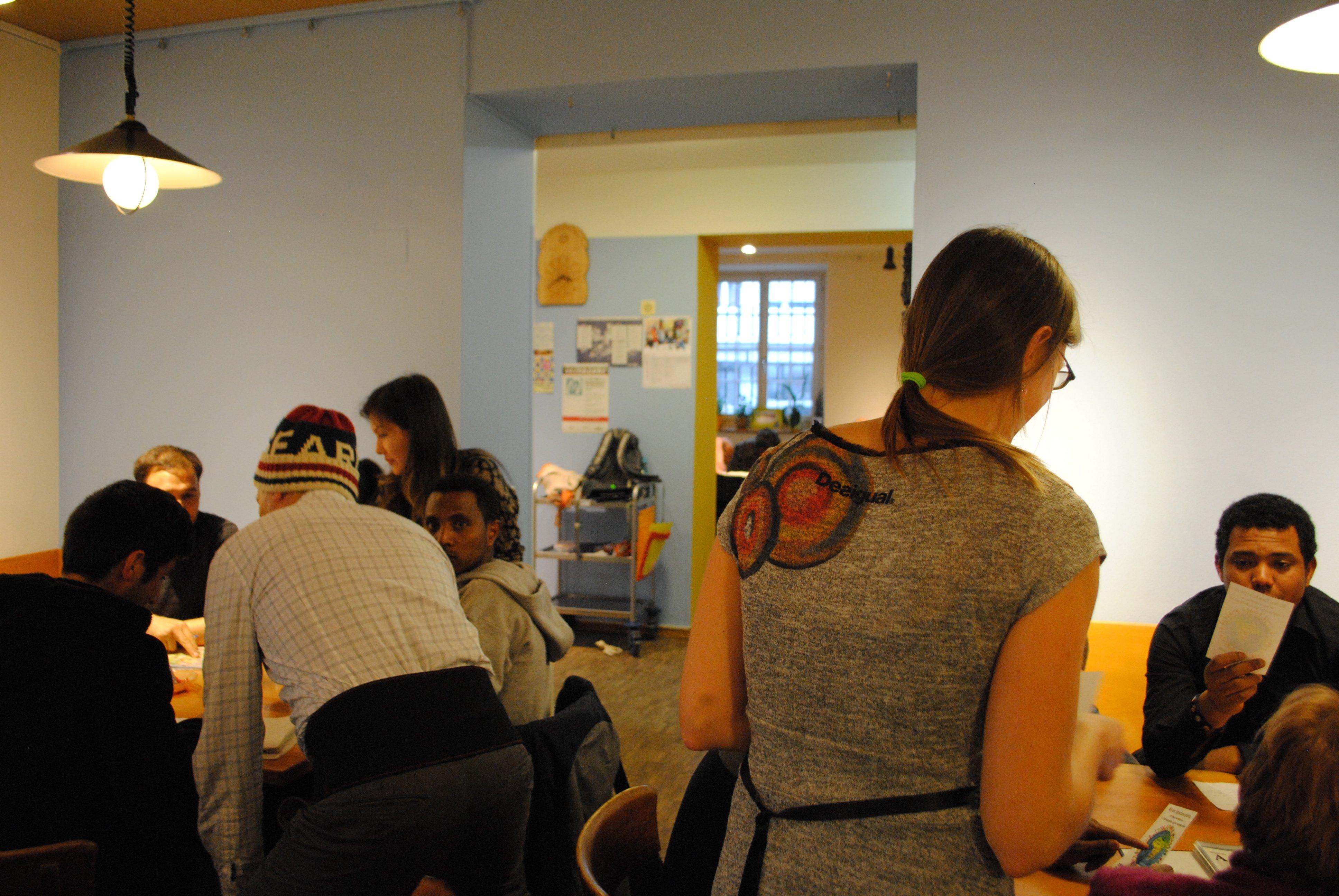 Für zahlreiche Menschen ist das Café International am Freitagnachmittag ein Ort für den Austausch und gemeinsames Lernen.