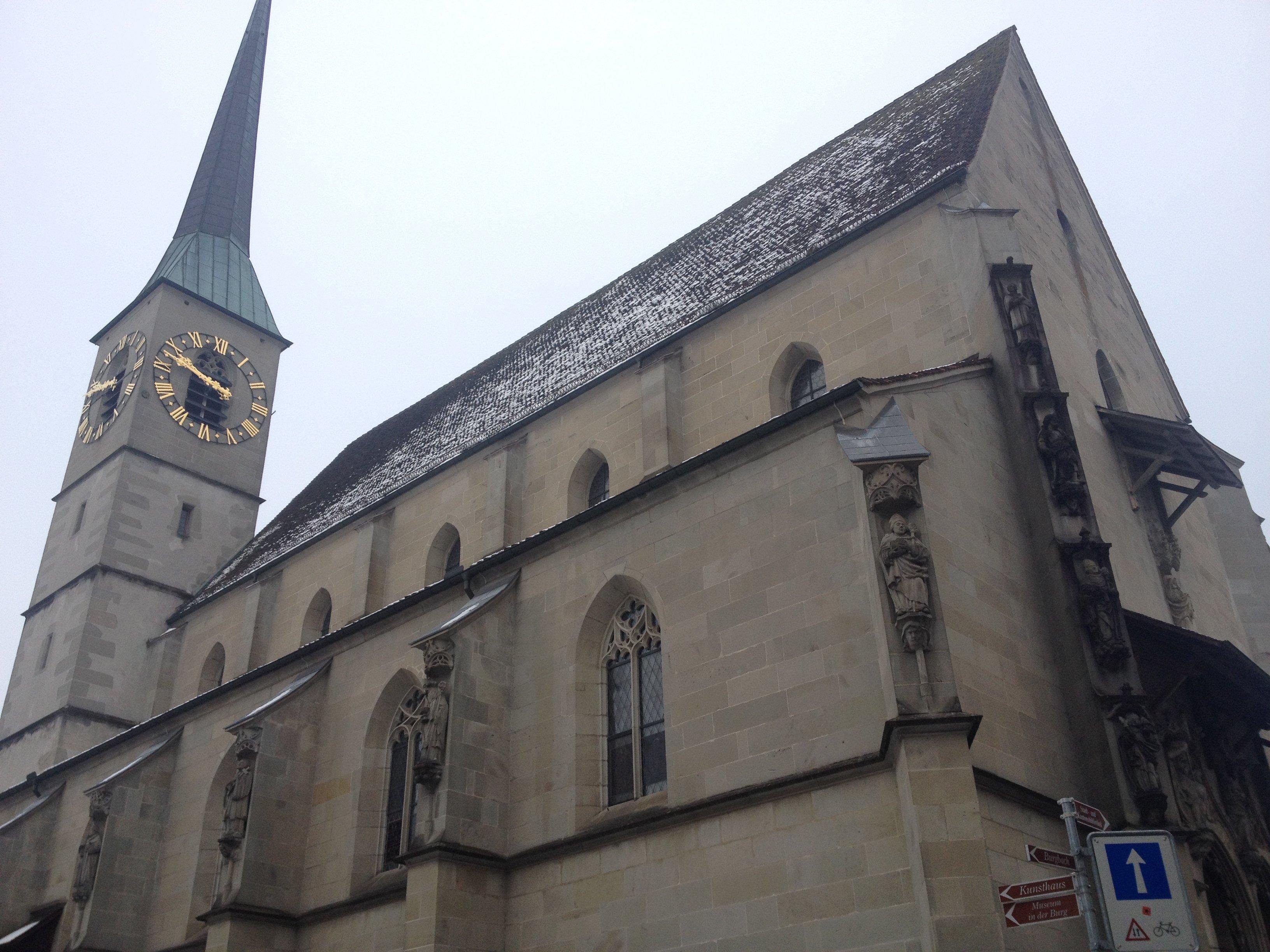 Die Kirche St. Oswald in Zug mit ihrer historischen Kulisse weiss zu gefallen.