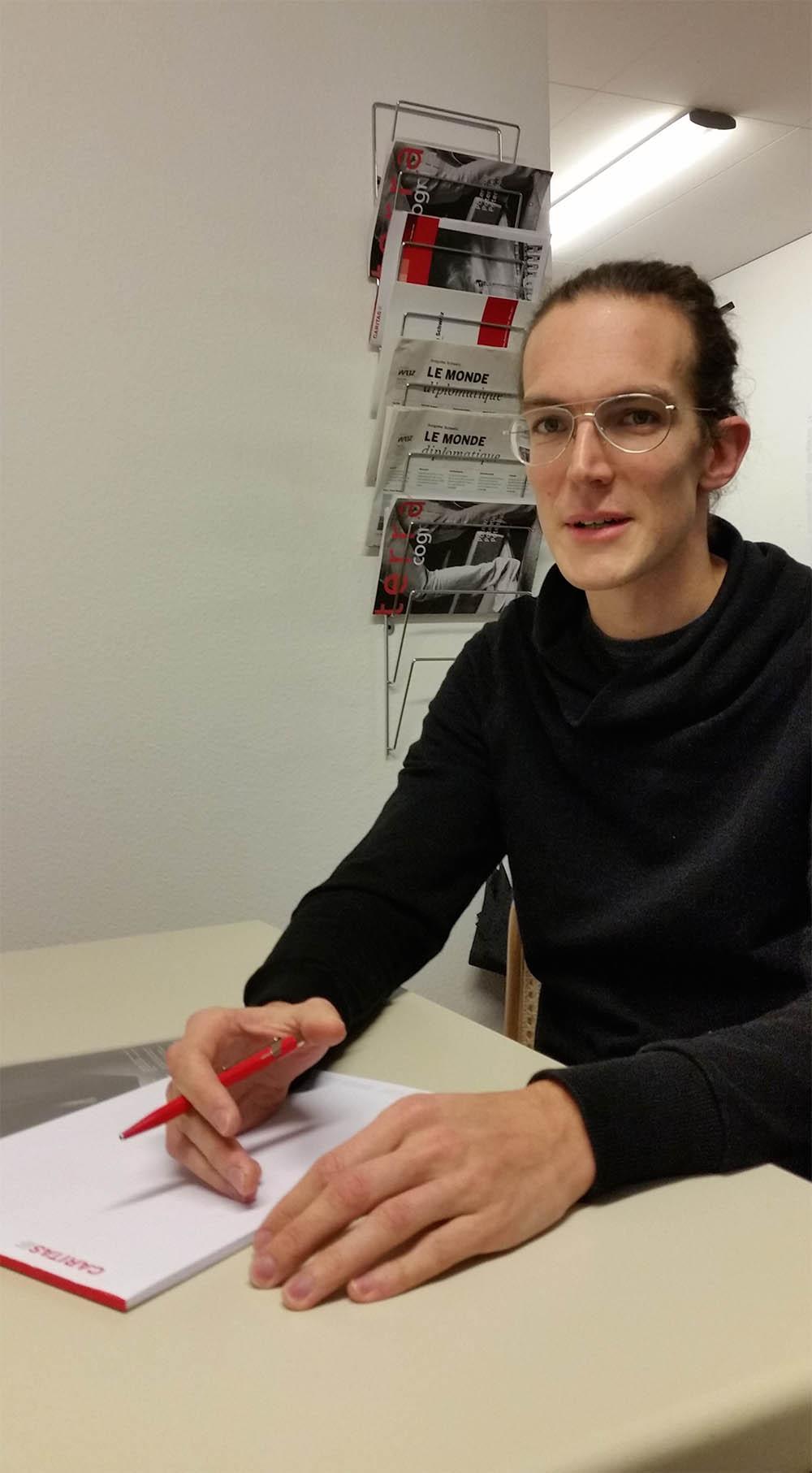 Andreas Ackermann versucht, mit Asylsuchenden Visionen zu entwickeln.