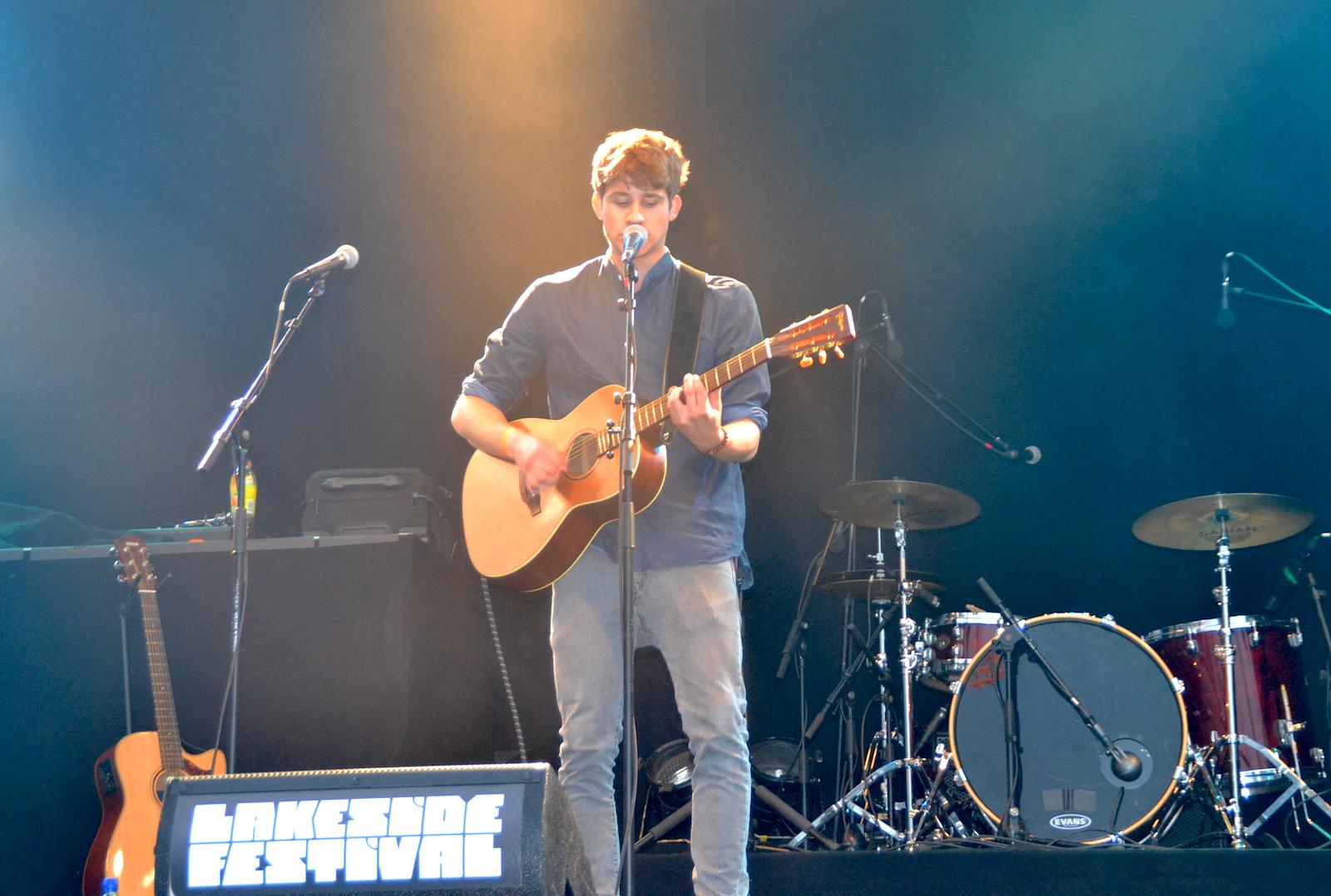 Damian Lynn bei seinem Konzert am Lakeside Festival. (Bild: jav)