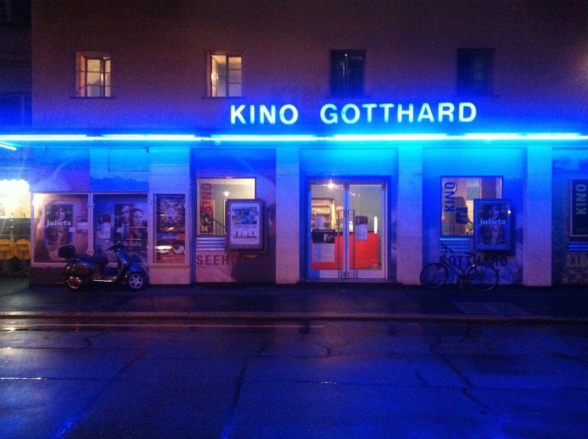 Noch leuchtet das Kino Gotthard allnächtlich in Grossstadtmanier.
