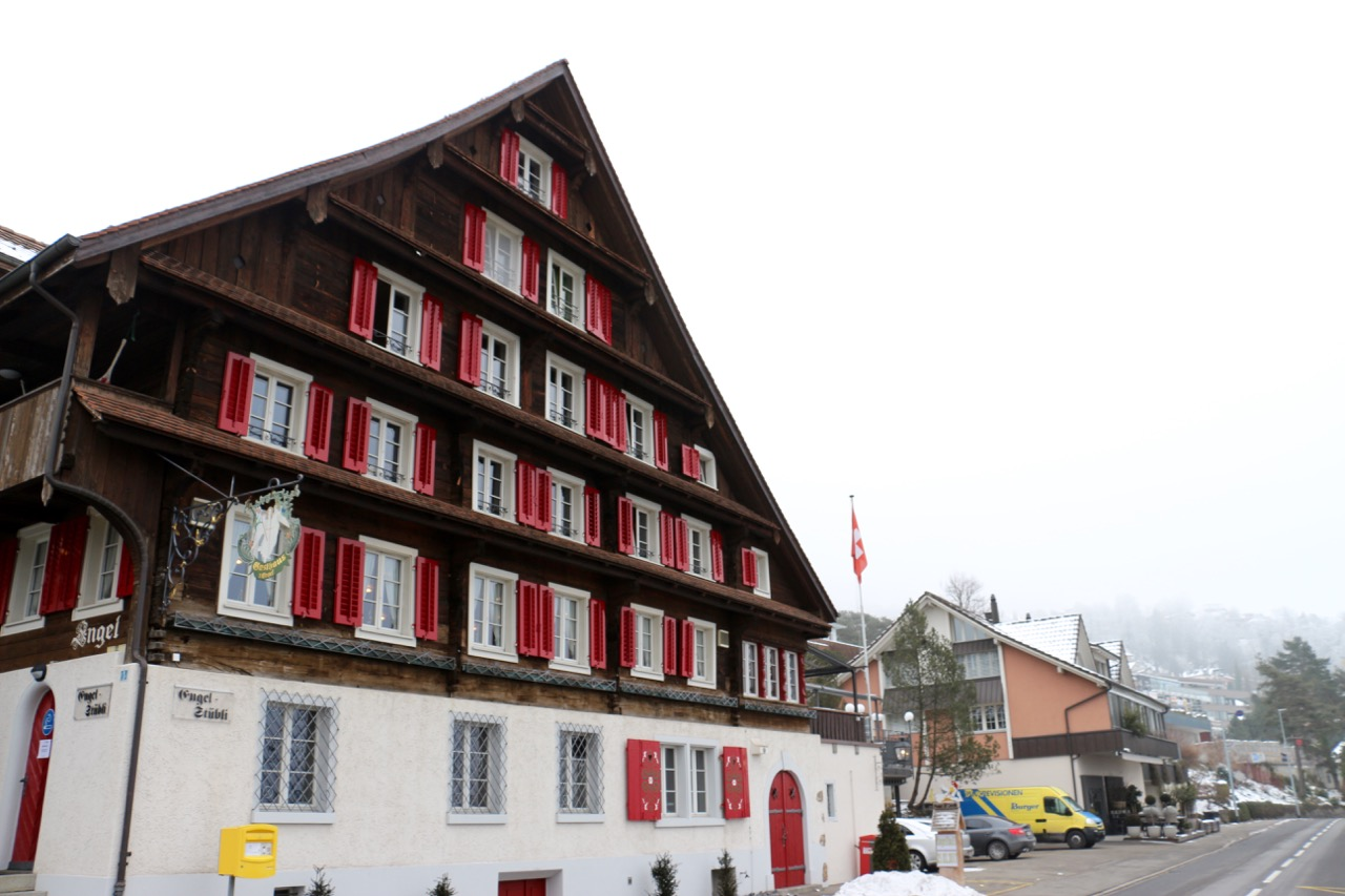 Das Restaurant Engel wurde 1669 gebaut und diente damals nicht nur als Wirtshaus, sondern auch gleich als Poststelle.