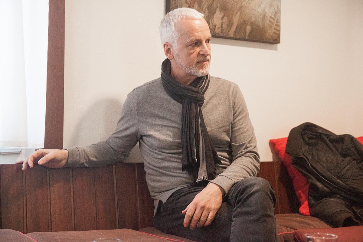 Jack Vincent kommt aus dem Bundesstaat New York. Er ist Autor und selbständiger Unternehmer und lebt seit Jahrzehnten in Europa, derzeit sowohl in Spanien als auch in Luzern.