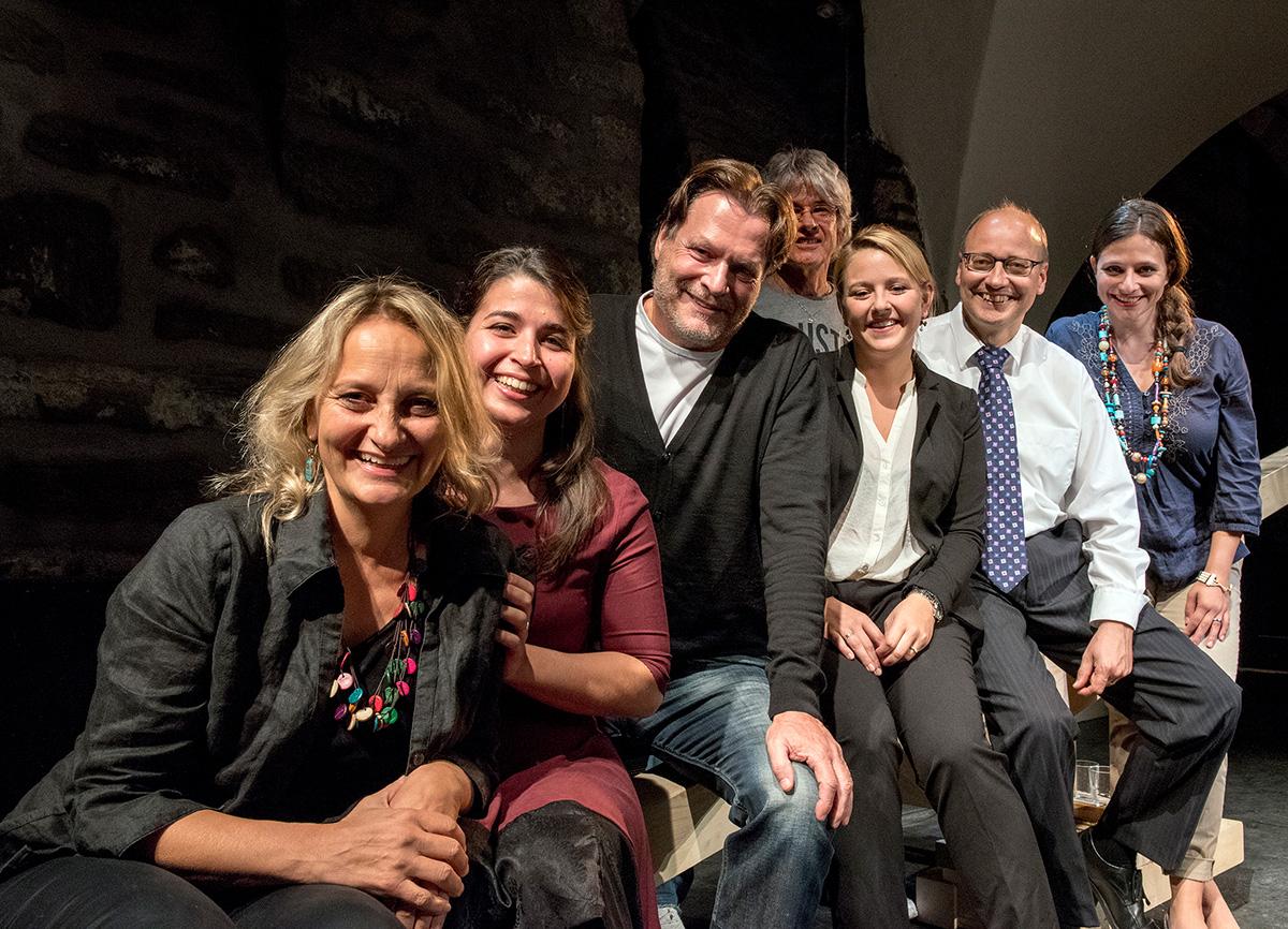 Das Theater touché-Team, v.l.: Caroline Gerber, Vicky Papailiout, Hansjörg Lutz, Benjamin Mueller, Nicole Osterwalder, Klaus Holtzhauer, Claudia von Grünigen
