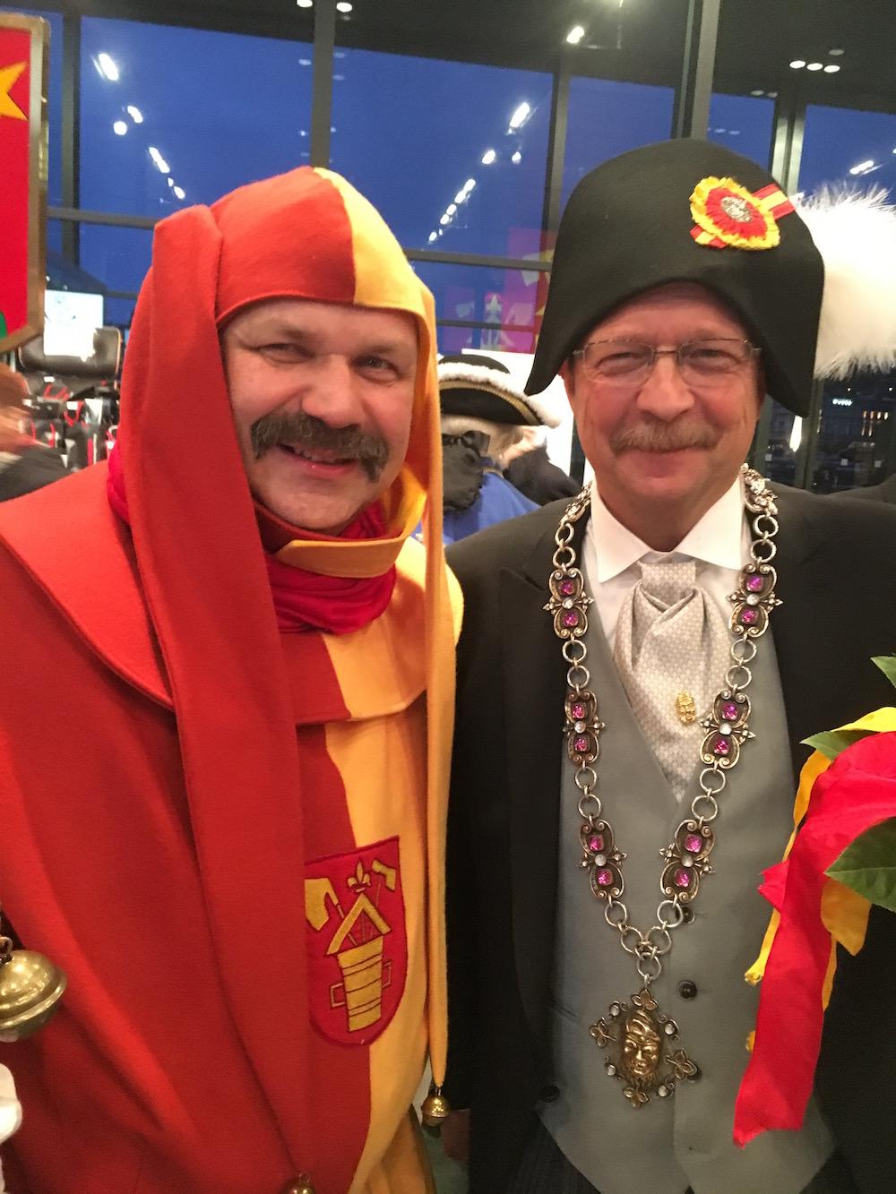 Der Zunftmeister Rolf Willimann gemeinsam mit Zunftnarr Peti Federer.