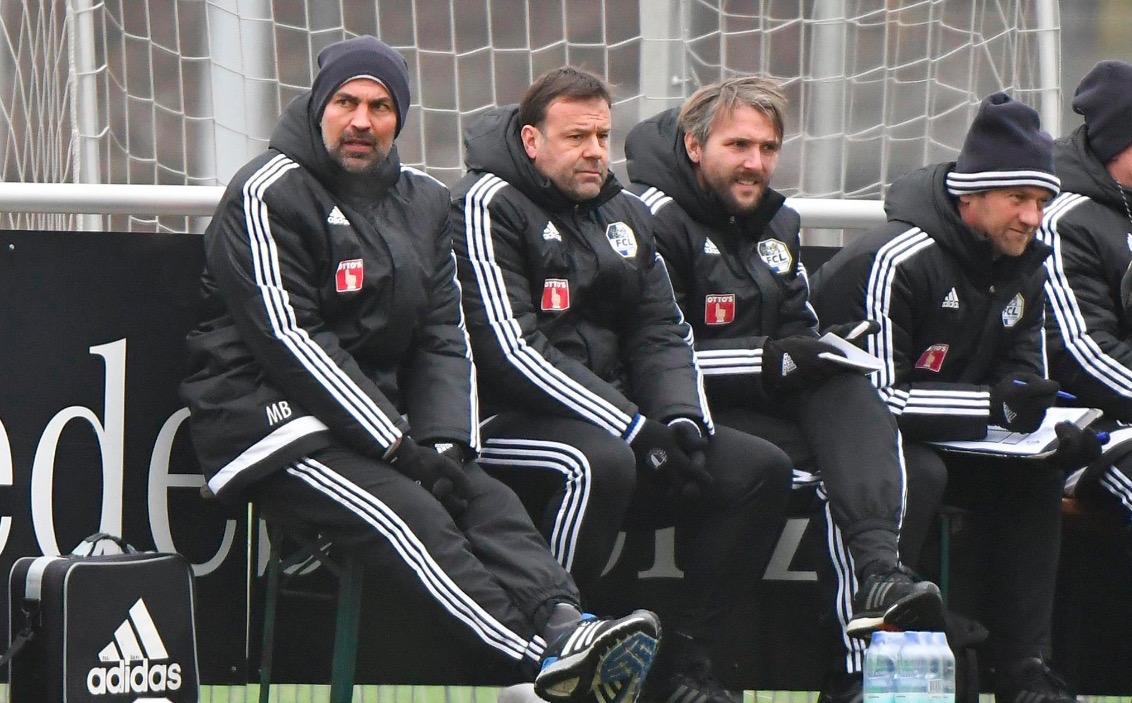 Der FCL-Trainerstab war mit der Vorbereitung nicht vollständig zufrieden. Von links: Trainer Markus Babbel, Assistenztrainer Patrick Rahmen, Video-Analyst Michael Silberbauer und Torhütertrainer Daniel Böbner.